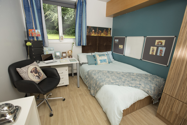 Can my boyfriend live with my in Storthes Hall (University of Huddersfield)?